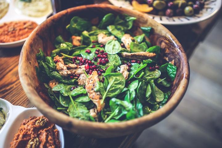 3 recettes de salades à partager en famille